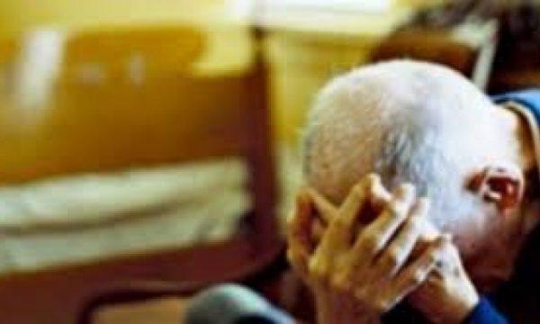 Rrahu babain 64 vjeçar  arrestohet djali